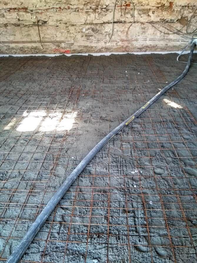 jedná zfází realizace strojově hlazené podlahy
